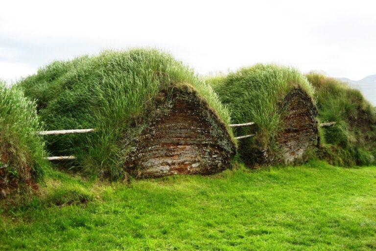 Häuser aus Stroh und Holz