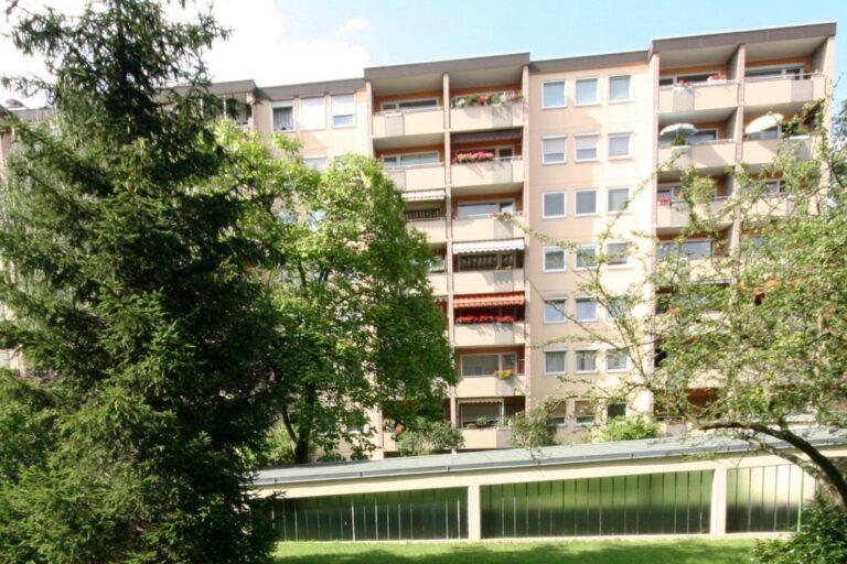 Chorweilers Hochhäuser und ein Heuschreckenalarm in Köln